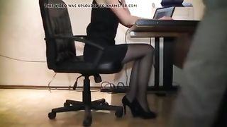 Шеф домогается секретаршу в офисе