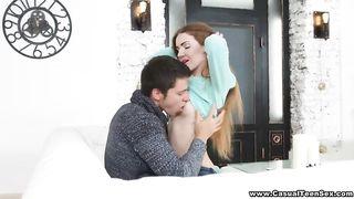 Молодой житель питера раздвинул на секс с куни стройную туристку из подмосковья
