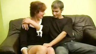 Сын развел русскую мамашу на порево, организовав ей кунилингус