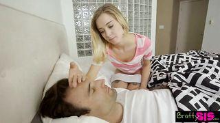 Дочка трахается с отчимом за спиной развратный мамки