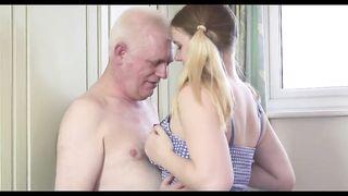 Полная молодая внучка развратила деда минетиком и трахом в наезднице