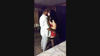 Африканец очень больно вжарил полную супругу белого приятеля в гостинице