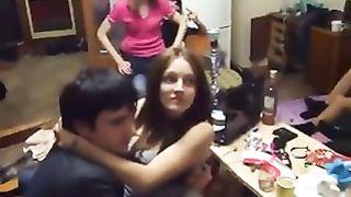 Очень пьяные студенты замутили оргию по книге алекса лесли «охота на самца»
