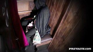 Святой отец от имел прихожанку в исповедальне и снял трах на камеру
