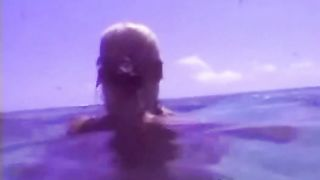 Жена дала мужчине в попочка под водой на курорте в кингстоне